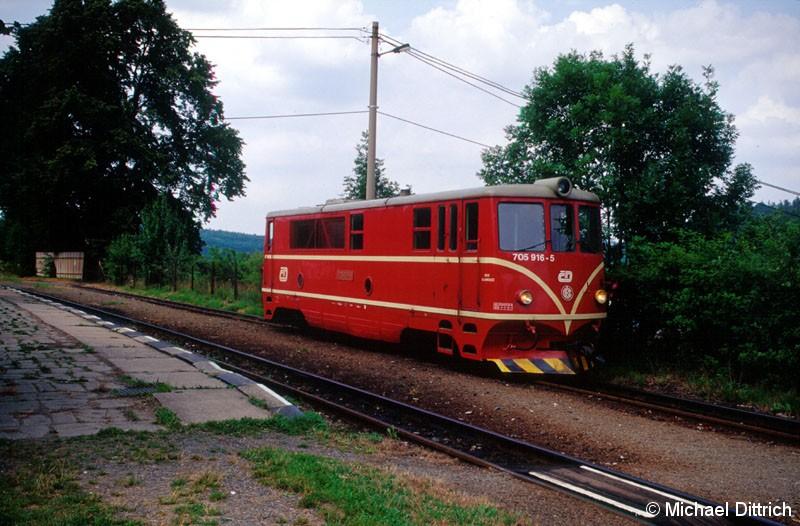 Bild: Die Schmalspurstrecke Tremesna - Osoblaha ist mit dem Normaltarif der CD benutzbar. Hier die 705 916 in Tremesna.