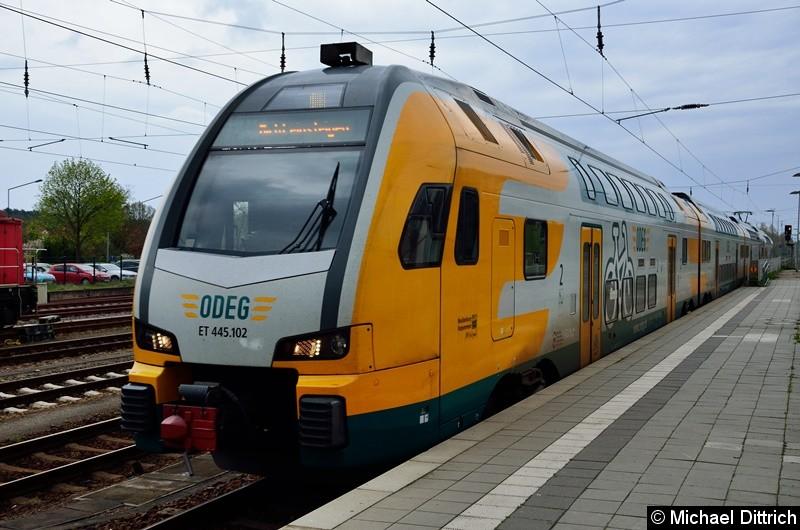445 102 bei der Einfahrt in den Bahnhof Königs Wusterhausen.