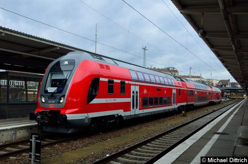 445 009 als RB 24 im Bahnhof Lichtenberg.