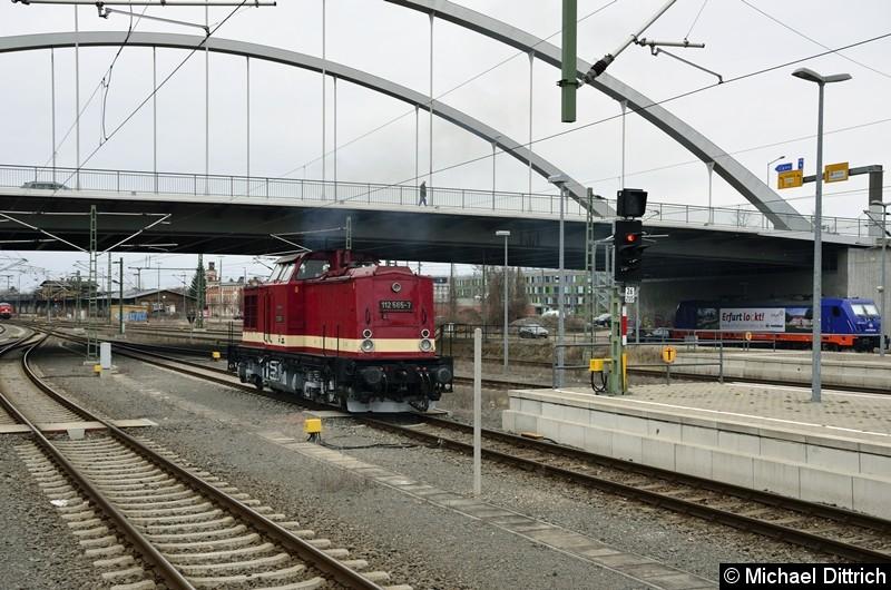 112 565-7 beim Rangieren in Dessau Hbf.