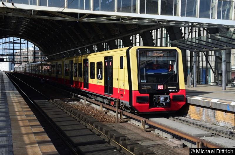 484 001 + 484 004 als Linie S3 im Bahnhof Alexanderplatz.