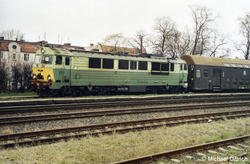 Bild: Die SU 46-026 verfügt noch über ihre gelbe Front.