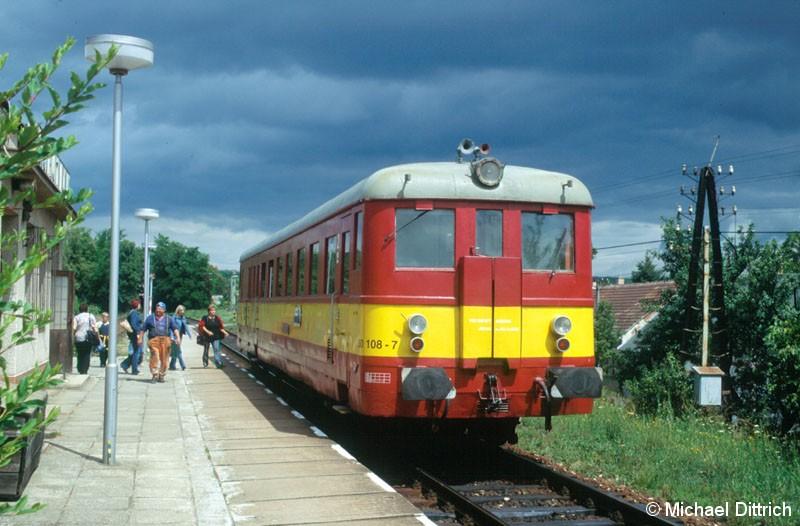 Bild: Kurze Zeit später sahen wir den nächsten 830. Diesmal den 830 108, in CSD Lackierung, in Bohutice als MOs 4461.