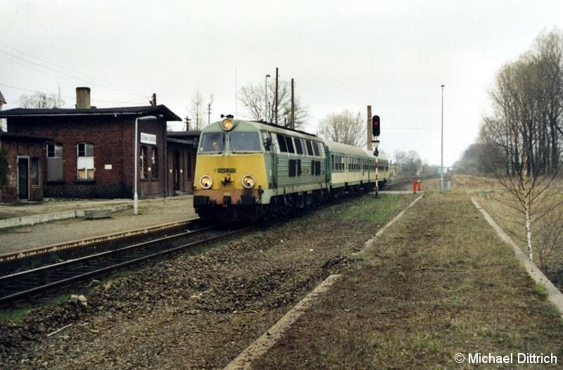 Bild: SU45-255 war unser erstes Objekt, das wir fotografierten.  Hier fährt sie mit dem Os 88121 in den Bahnhof Sieniawa Zarska ein.
