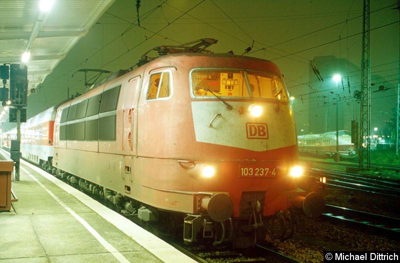 Bild: Hier steht die 103 237 mit dem Nz 1948 in Berlin-Lichtenberg.