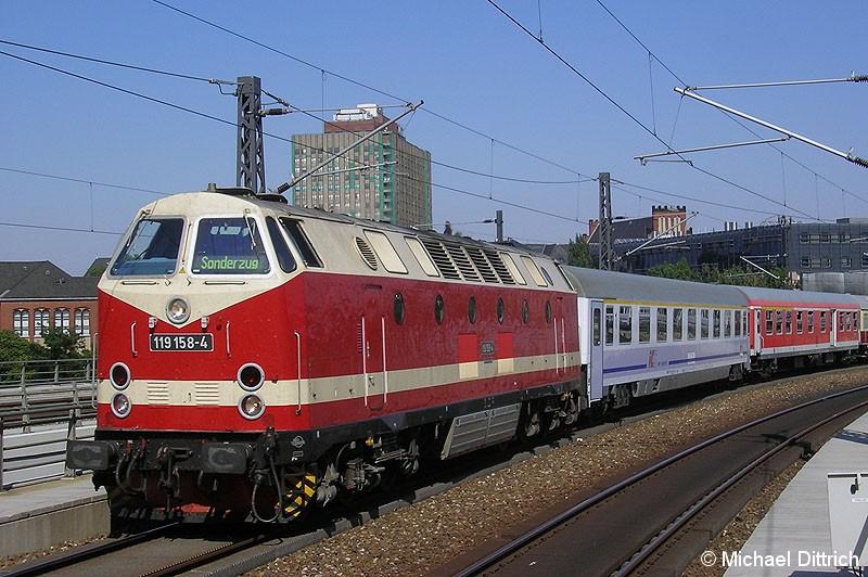 Bild: 119 158 mit einem Sonderzug aus Warschau bei der Einfahrt in Berlin Hbf.