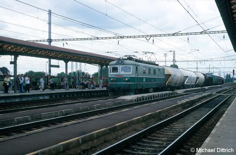 Bild: 122 026 mit einem Güterzug in Lysa nad Labem.