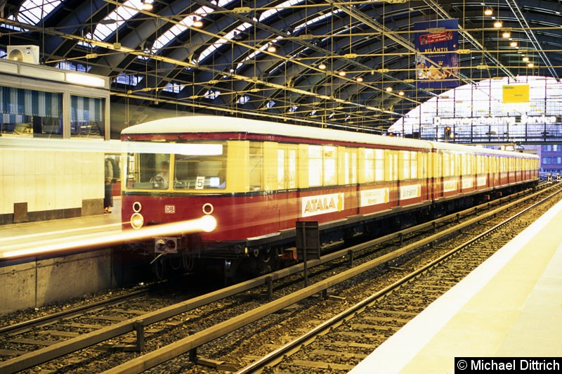 Bild: 477 031 als Linie S3 in Berlin Ostbahnhof.