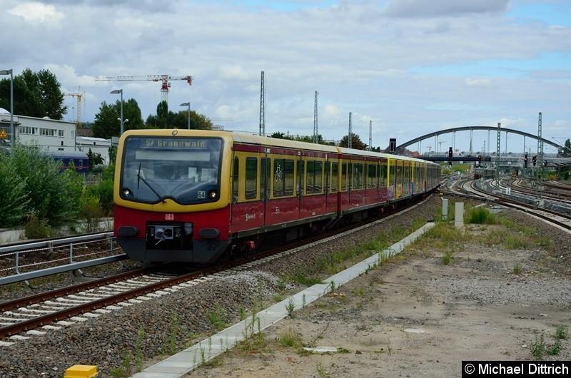 481 466, 433, 353 und 222 als Linie S7 bei der Einfahrt in Warschauer Str.