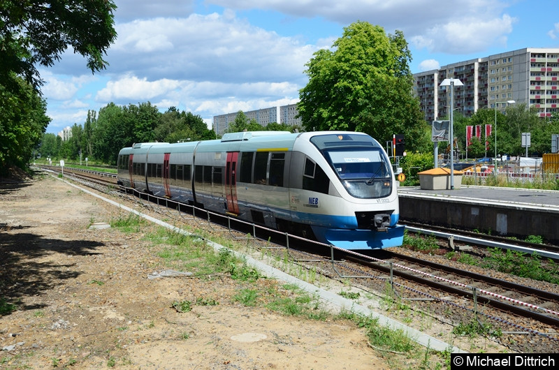 Der VT 0003 durcheilt als RB25 den Bahnhof Marzahn. Aufgenommen wurde das Bild von einem neuen Zugang der dort errichtet wurde.
