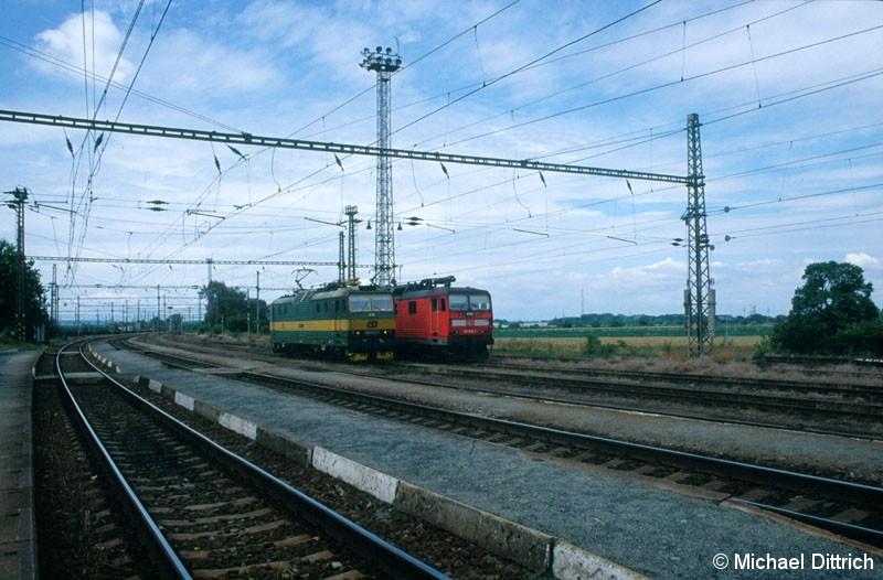 Bild: Beide sind von Skoda, die grüne ist die 163 084 (nur mit Gleichstrom) und die andere die DB 180 008 (Gleichstrom und Wechselstrom Deutschland).