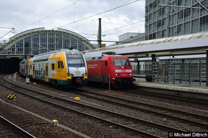445 106 als RE 2 überholt den IC nach Amsterdam über das Gleis 4 vom Ostbahnhof.