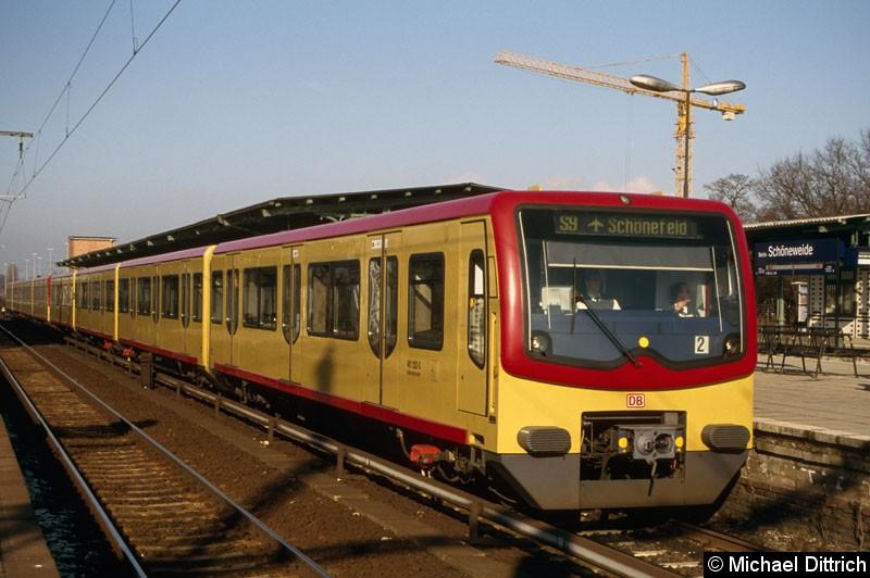 Bild: Noch in gelb präsentiert sich hier der 481 202 als Linie S9 in Berlin-Schöneweide.