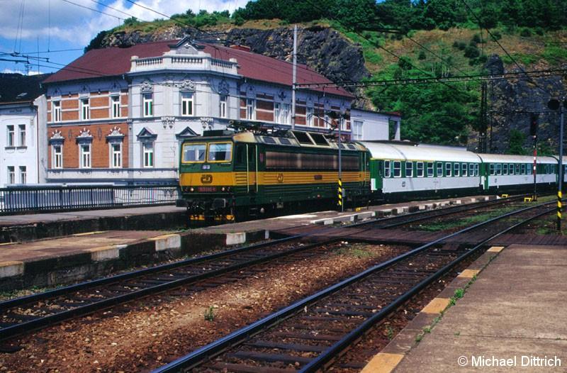 Bild: 163 090 erreicht gerade den Bahnhof Usti nad Labem.