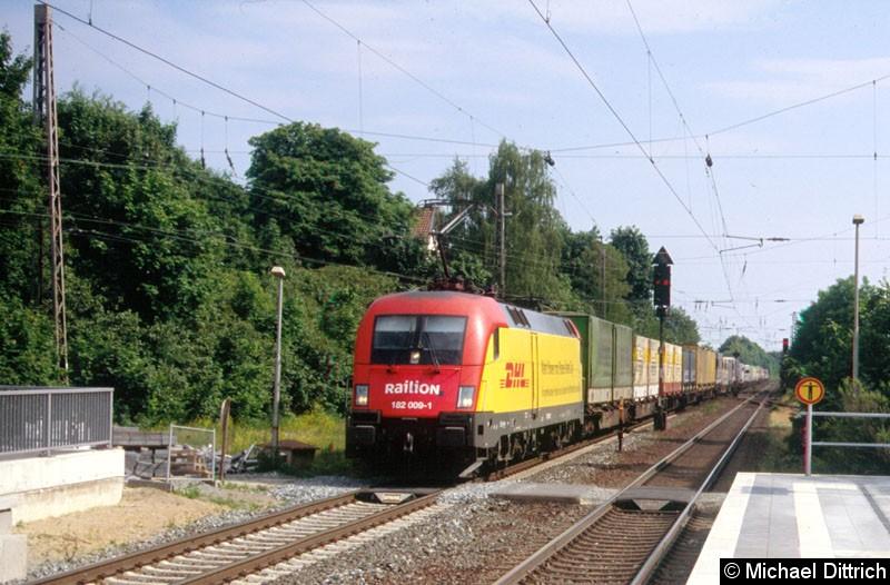 Bild: Der DHL-Taurus bei der Durchfahrt in Verden (Aller).