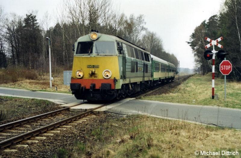 Bild: Zwischen den Bahnhöfen Tuplice-Debinka und Lipinki Luzyckie trafen wir den Os 88120 das letzte mal an.