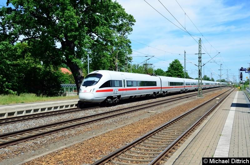 411 078 und 411 030 als ICE 1511 bei der Durchfahrt in Gräfenhainichen.