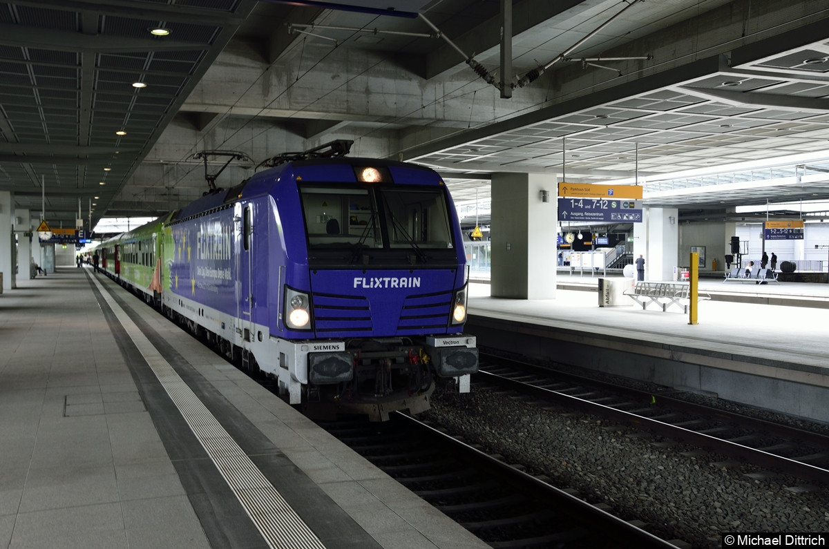 193 826 als Flixtrain im Bahnhof Südkreuz.