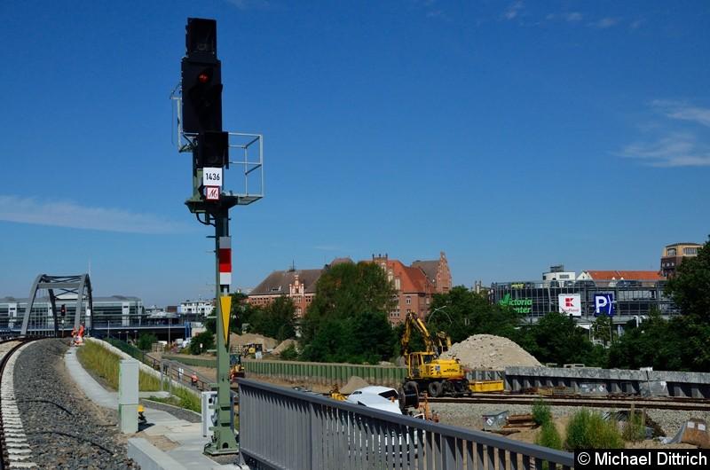 Ein Zwischensignal vom Bahnhof Ostkreuz.  Hinter dem Autor des Bildes ist der Bahnhof Rummelsburg.