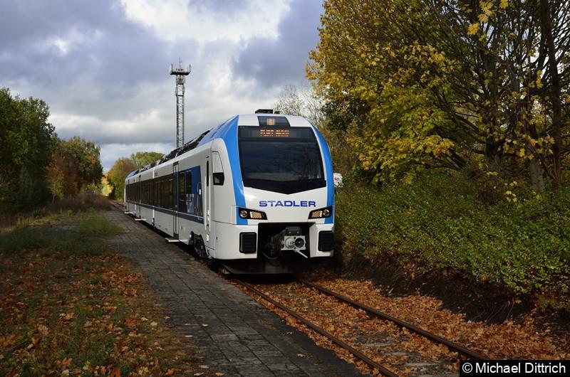 Bild: Der erste Akku Flirt von der Firma Stadler Pankow im Bahnhof Schildow.
