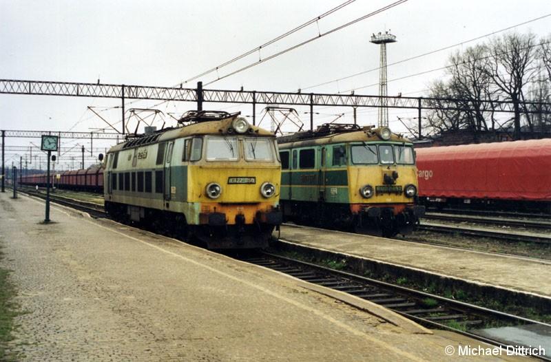 Bild: ET 22-1150 rangiert in Wegliniec an ihren Personenzug.