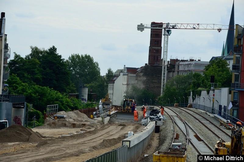 Links im Bild die neue Brücke über die Karlshorster Straße der Regionalbahn. Diese soll ab Dezember 2018 hier wieder fahren.