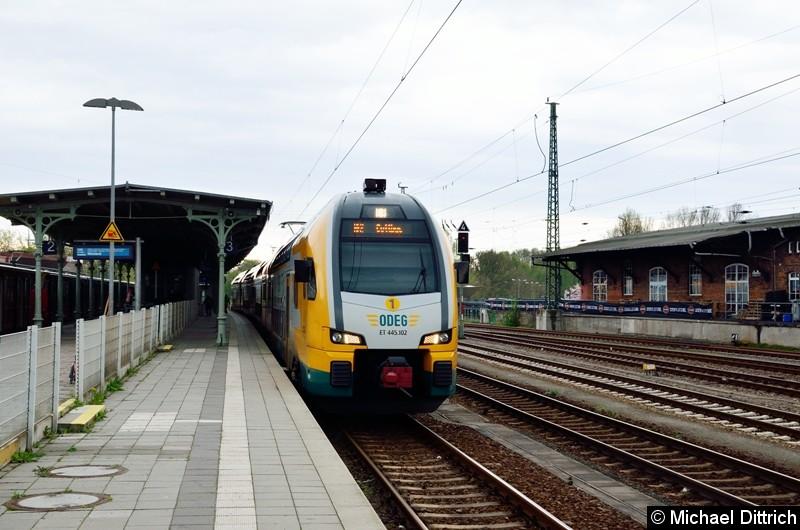 445 102 als RE 2 im Bahnhof Königs Wusterhausen.