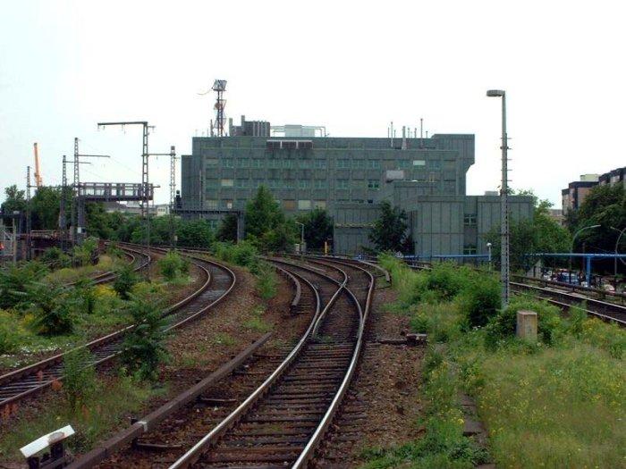 Bild: Blick auf die Gleise in Richtung Bellevue. Aufgenommen am 21.06.2002.