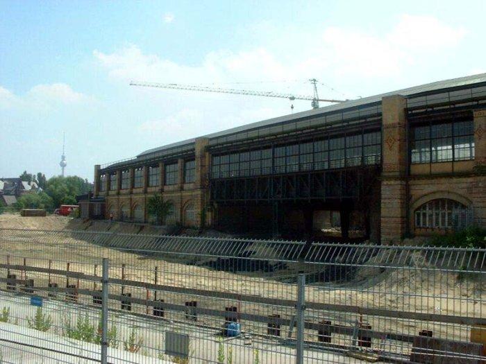 Bild: Blickrichtung Charité.  Aufgenommen am 22.06.2002