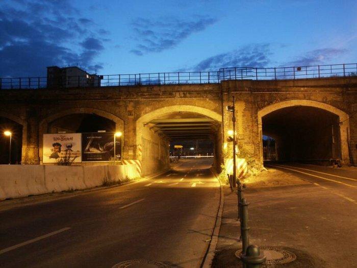 Bild: Der alte Viadukt bei Dunkelheit. Aufgenommen am 05.07.2002 Foto: Lennart Blume
