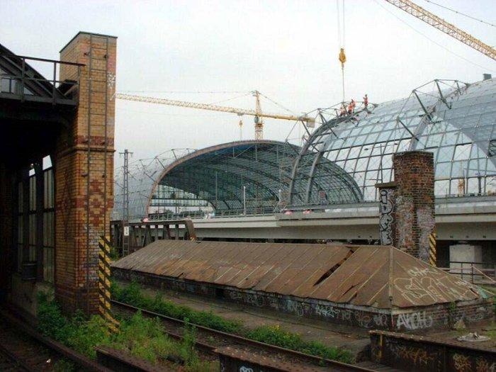 Bild: Blick in die Halle des neuen Lehrter Bahnhofs. Aufgenommen am 21.06.2002