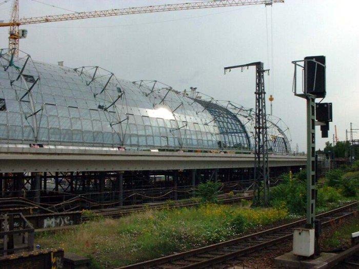 Bild: Blick auf die neue Halle. Aufgenommen am 21.06.2002