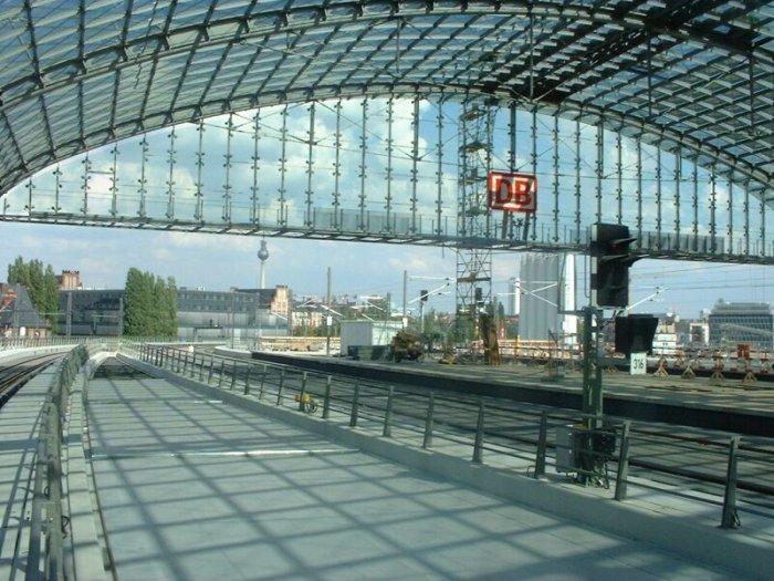 Bild: So sieht es aus, wenn man in Richtung Friedrichstraße guckt.  Aufgenommen am 05.07.2002