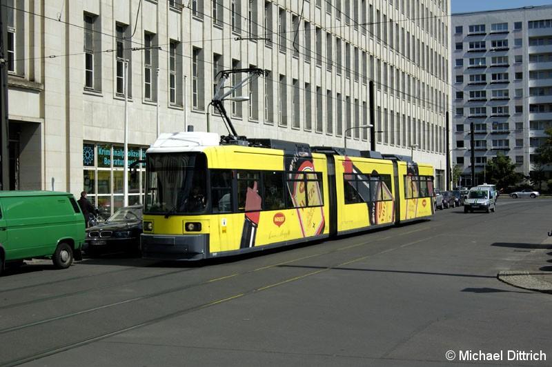 Bild: 1049 als Linie M5 in der Wadzeckstraße.