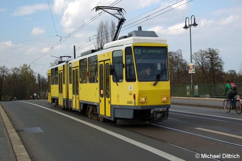 Bild: 6085 als Linie 68 auf der Dammbrücke.