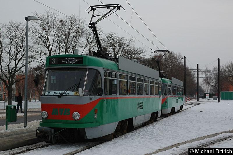 Bild: 1244 + 1245 als Linie 3 auf dem Weg in Richtung Klinikum Olvenstedt an der Endstelle Reform.