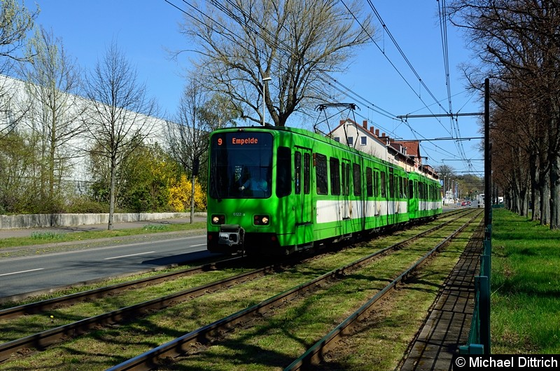 Bild: 6122 + 6110 als Linie 9 zwischen den Haltestellen Bauweg und Körtingsdorfer Weg.