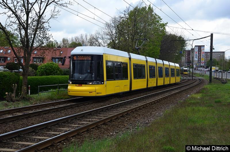 8022 als Linie 16 zwischen den Haltestellen Landsberger Allee/Rhinstr. und Dingelstädter Str.