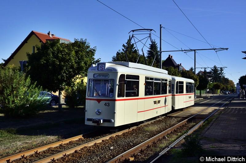 Das Gespann bei der Rückfahrt an der Haltestelle Wagenhalle. Leider fiel der Zug dann während einer Sonderfahrt aus.