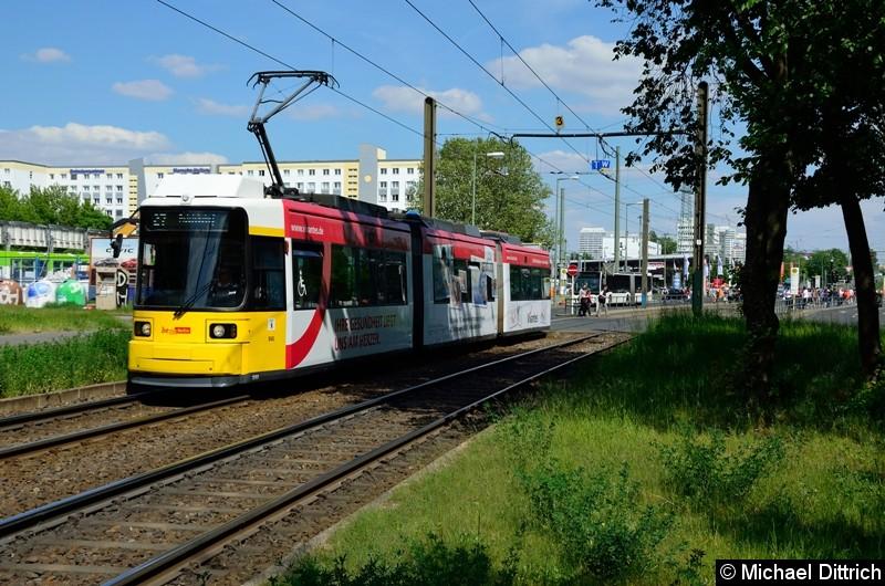 1593 als Linie 27 hinter der Haltestelle Allee der Kosmonauten/Rhinstraße.