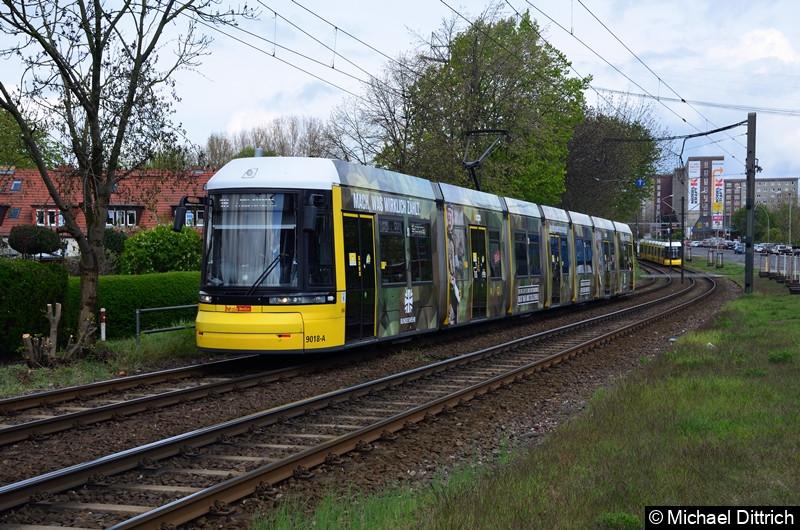 9018 als Linie 16 zwischen den Haltestellen Landsberger Allee/Rhinstr. und Dingelstädter Str.