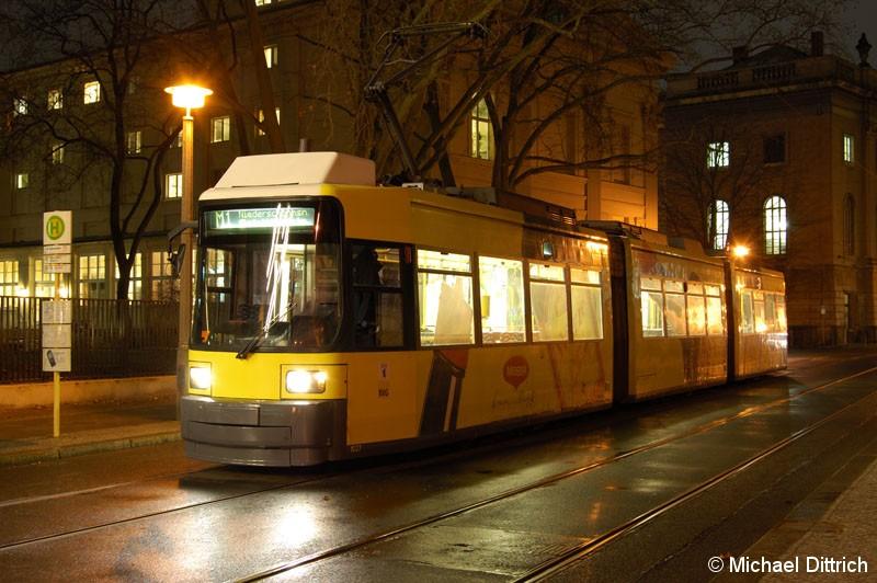 Bild: 1027 als Linie M1 an der Haltestelle Am Kupfergraben.