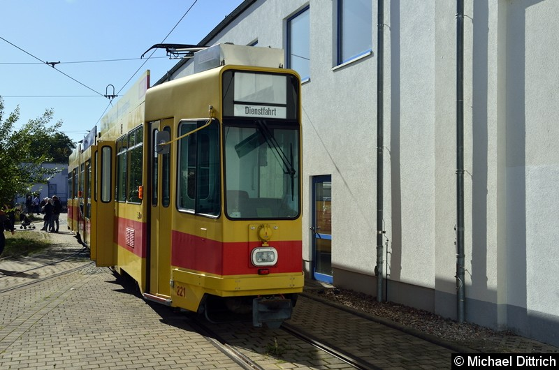 BLT Wagen 221 (Basel) auf dem Betriebshof. Wann mit einem Einsatz zu rechnen ist, konnte nicht gesagt werden.
