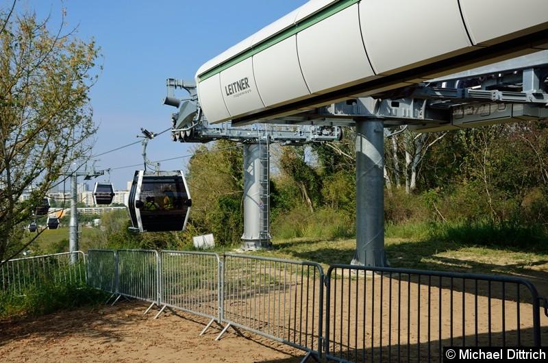 Bild: Eine Kabine kommt an der Bergstation an.