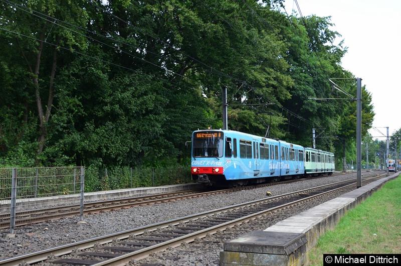 9352 und 9354 als Linie 66 bei der Ankunft an der Haltestelle Oberkassel Süd/Römlinghoven.