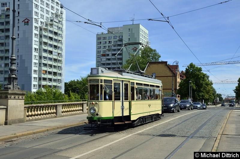 Bild: Der historische Triebwagen 70 überquert die Zollbrücke.