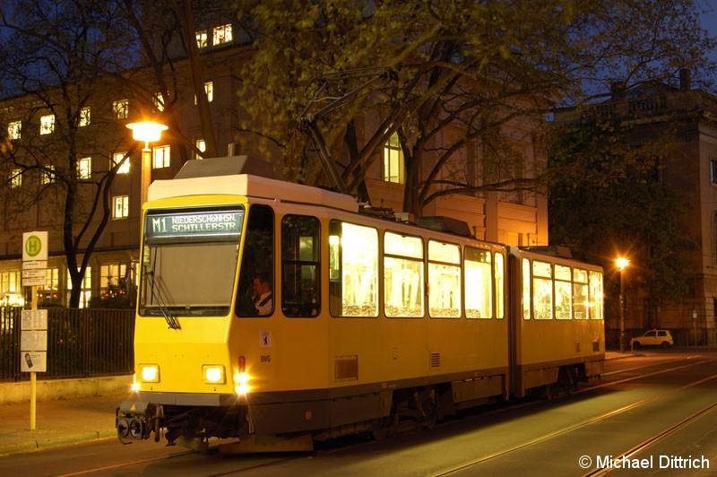 Bild: 7053 als Linie M1 an der Haltestelle Am Kupfergraben.