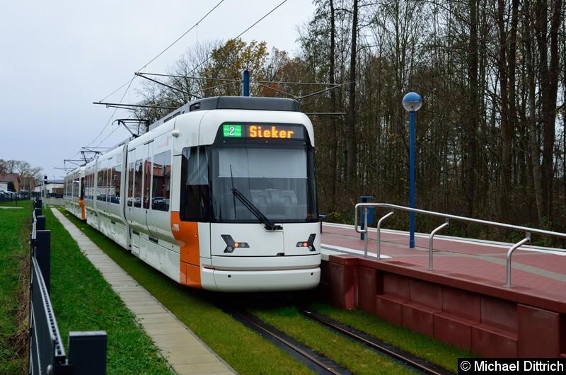 Wagen 5001 + 5016 als Linie 2 an der Endstelle in Altenhagen.