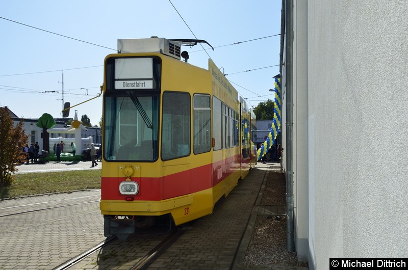 BLT Wagen 221 (Basel) auf dem Betriebshof.