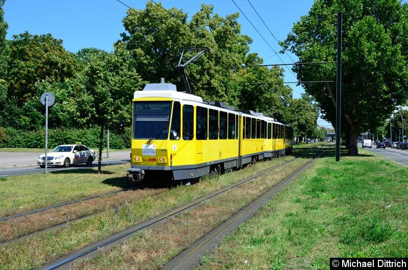 Bild: 7057 + 7058 kurz vor der Haltestelle Greifswalder Str./Danziger Str.